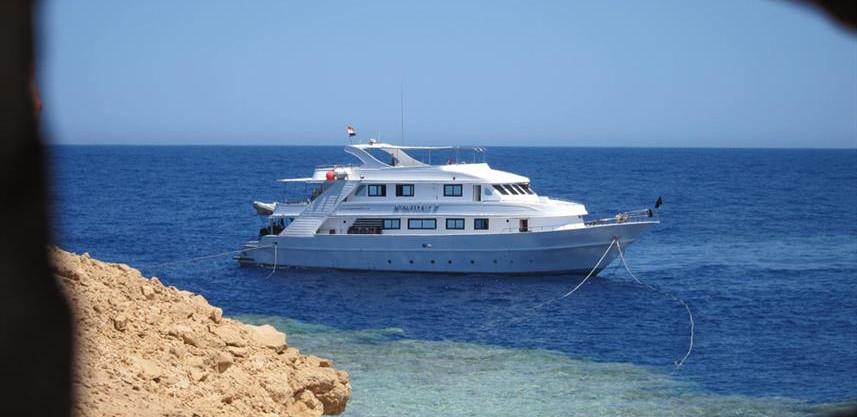 al_far-boat-4w857h570crwidth857crheight5