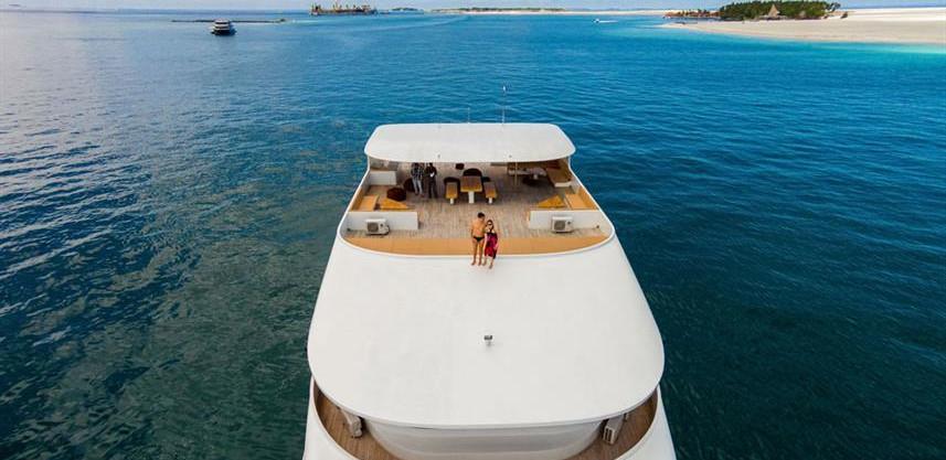 adora-liveaboard-maldives-sundeck5w857h5