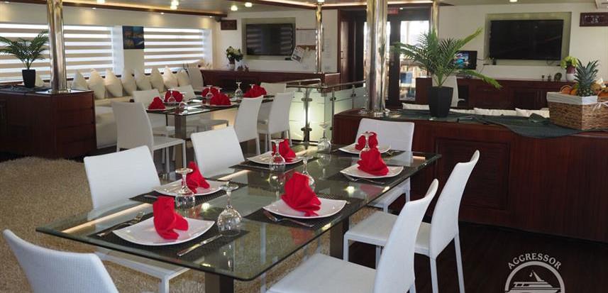 oman-yacht15w857h570crwidth857crheight57