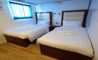 foward_cabin_upper_deck4_twinw857h570crw