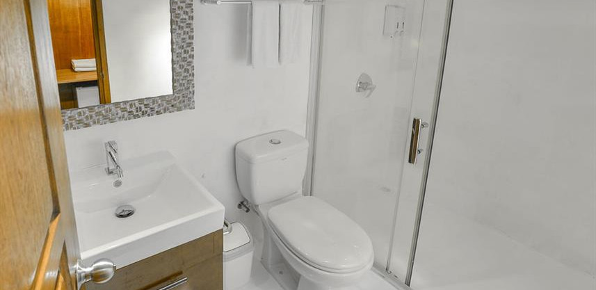 sun_double_suite-cabin-bathroomw857h570c