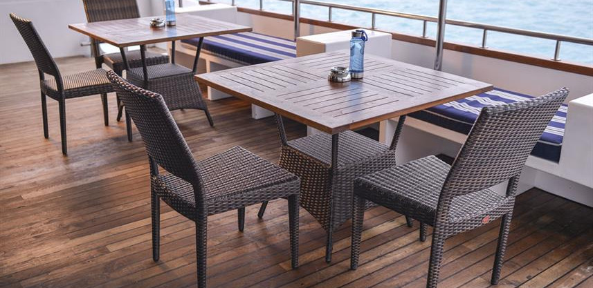 main-deck_rear_seating-areaw857h570crwid