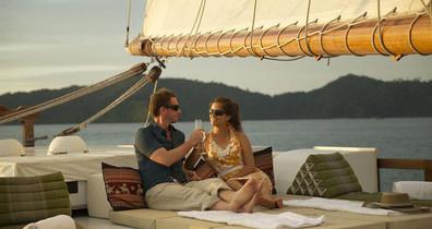 relaxing_aboard_raja_lautw857h570crwidth