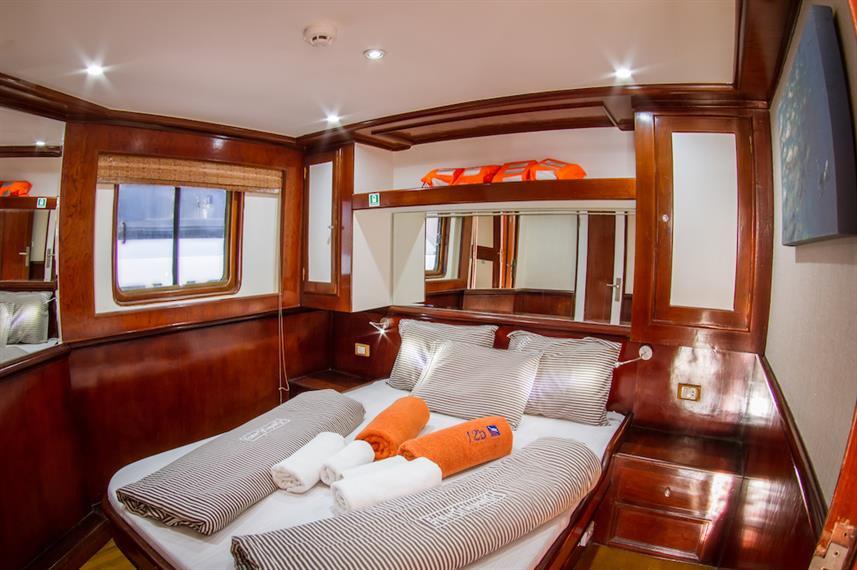 upper-deck-doublew857h570crwidth857crhei