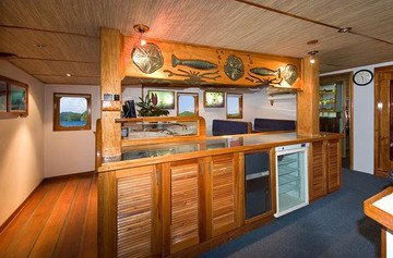 ocean-hunter-iii-dining-room-6w857h570cr