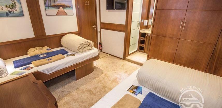 maldives-yacht4w857h570crwidth857crheigh