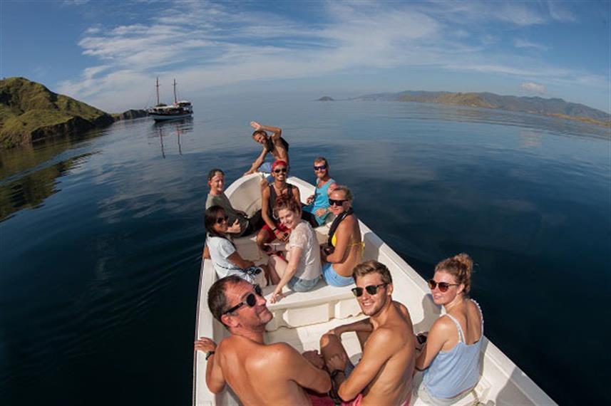 speedboat-01w857h570crwidth857crheight57