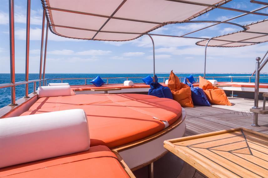 outdoor-lounge-4w857h570crwidth857crheig