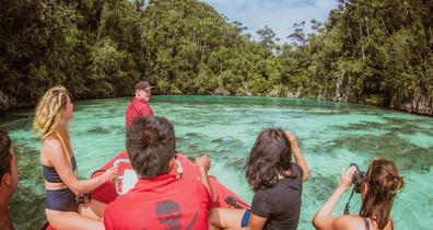 boat-tour-lagoonw857h570crwidth857crheig