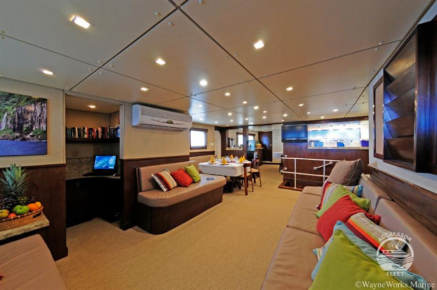 oai-yacht12w857h570crwidth857crheight570