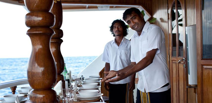 conte-max-liveaboard-maldives-diningroom