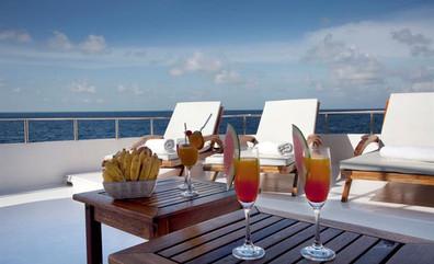 conte-max-liveaboard-maldives-foodonboar