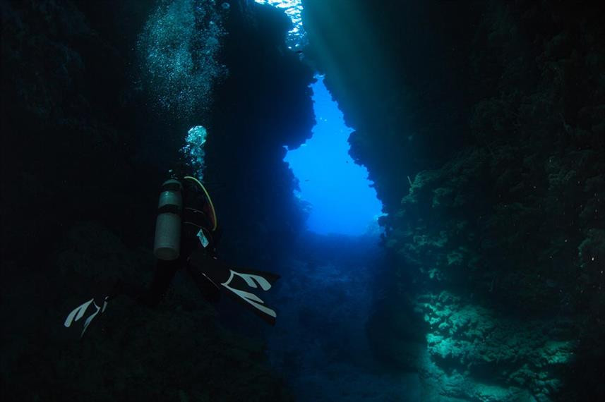 solomon_islands_caves_and_caverns_hrw857