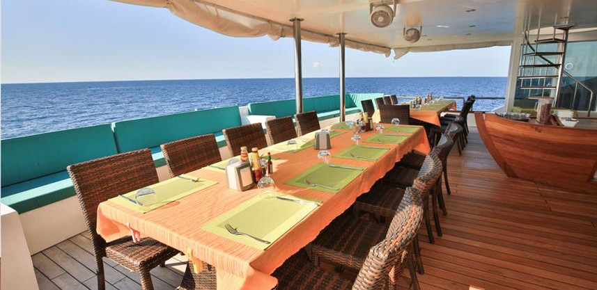 restaurant_seatingw857h570crwidth857crhe