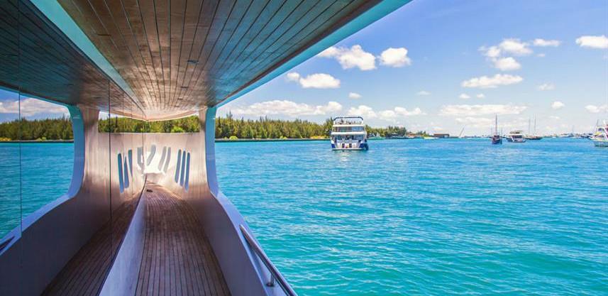 adora-liveaboard-maldives-hallway2w857h5