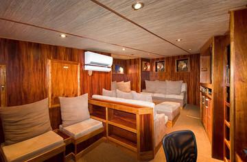 ocean-hunter-iii-lounge-1w857h570crwidth