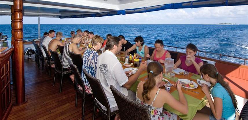 restaurant-seatingw857h570crwidth857crhe