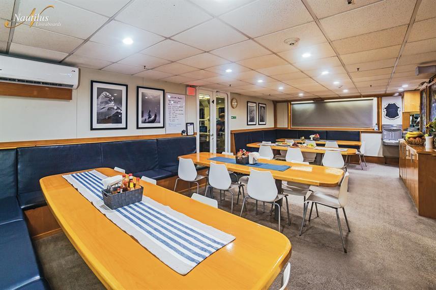 belle-amie-dining-room-001w857h570crwidt