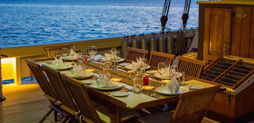 outdoor_diningw857h570crwidth857crheight