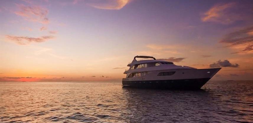 honors-legacy-liveaboard-sunset1w857h570