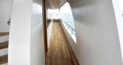 adora-liveaboard-maldives-hallwayw857h57