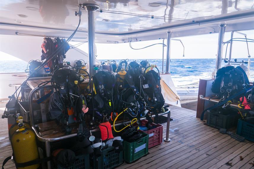 dive-deck-2w857h570crwidth857crheight570