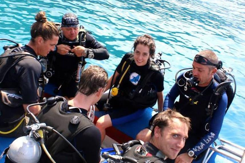 dingy-ride-to-the-dive-sitew857h570crwid