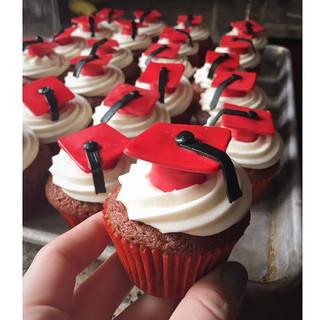 graduation cap cupcakes.jpg