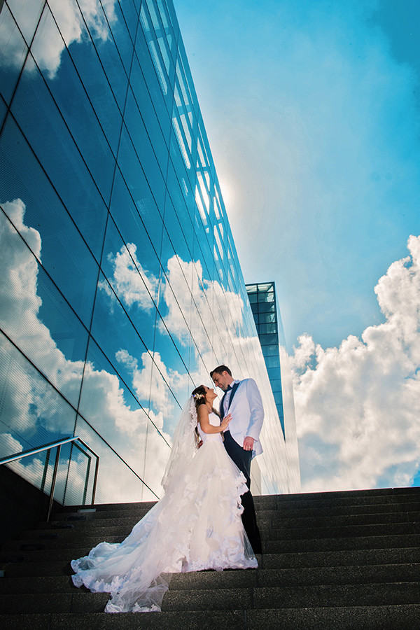 Figge Art museum wedding photo