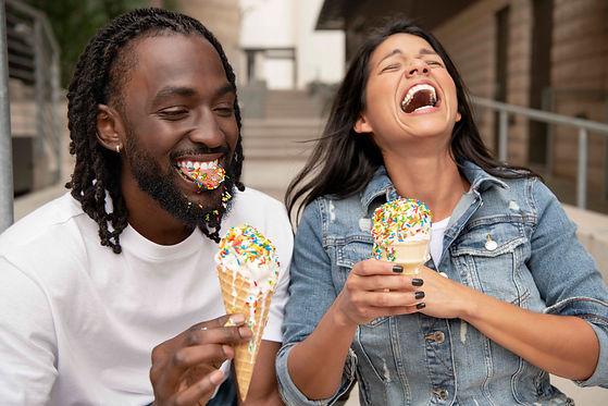 Partnerpraxis Invisalign und Plusdental, gerade Zähne