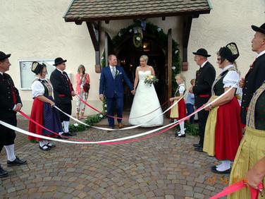 Spalier für das Brautpaar
