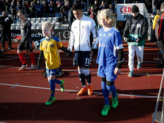 HLIF ungdommen på Superliga-græs i Århus.