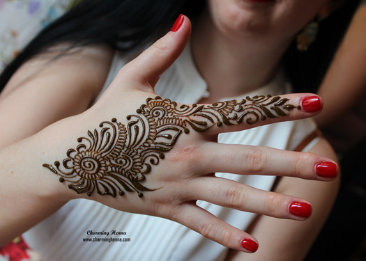 Simple henna tattoo