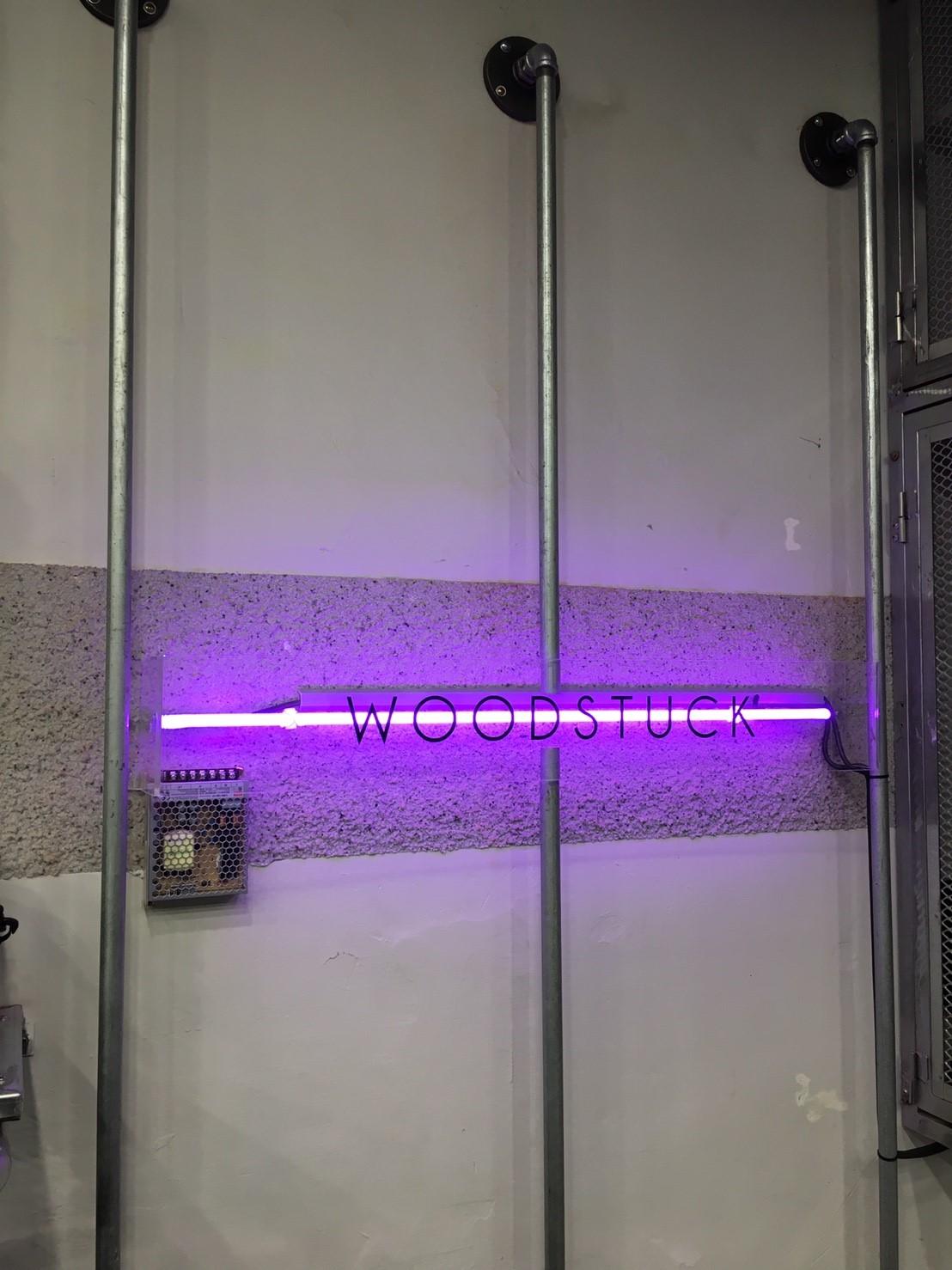 潮牌 HOZ 旗下店鋪招牌燈飾
