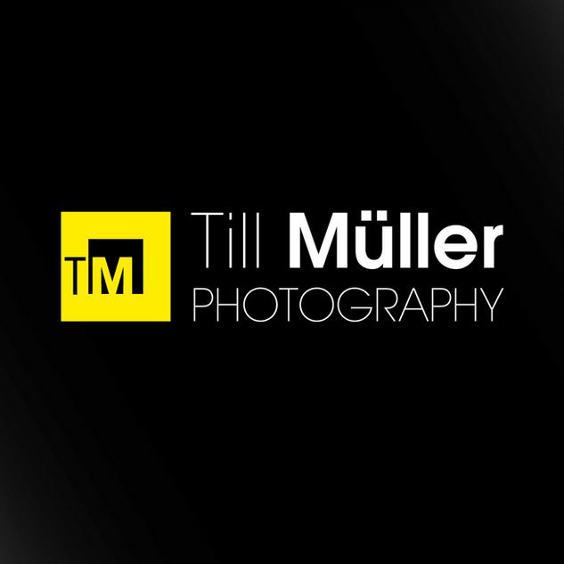 Trademark für den Berufskollegen Till Müller aus Köln. Ein klarer, geordneter Rahmen unterstreicht seine Fotografie der einfachen Formen seiner Architektur- und Naturfotografie.