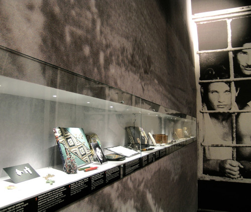 Vitrine_in_wind_drop_wall_KGB_Museum_Vil