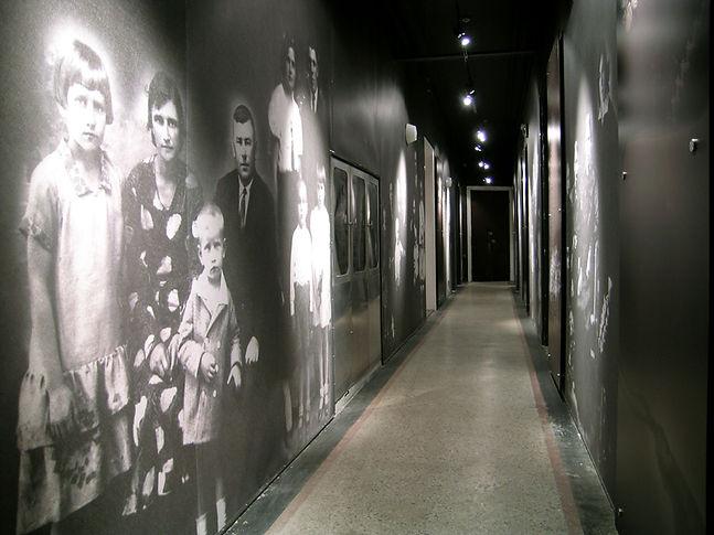 Wind_drop_KGB_museum_Vilnius_2kor_12.jpg