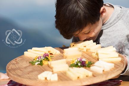 Familienreportage Käsen auf der Nüeenalp - Schweizer Illustrierte
