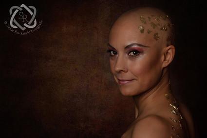 Iris - Brustkrebsbetroffene, Portrait während der Chemotherapie