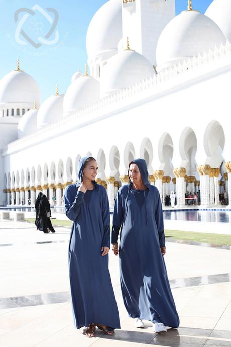 Linda Fäh, Schlagerstar, und ihre Mutter in der Scheich-Zayid-Moschee in Abu Dhabi - Schweizer Illustrierte