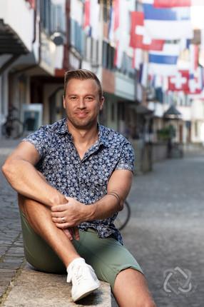 Jonny Fischer, Cabarettist und Moderator - Portrait für die Glückpost