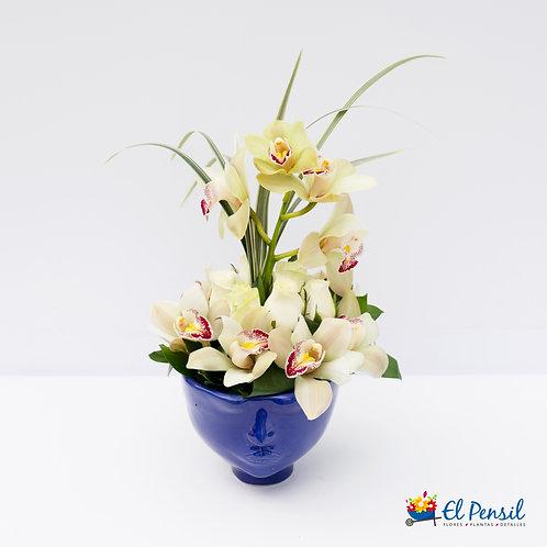 Base Lolita con rosas y orquídeas.
