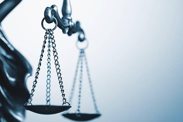 איך לבחור עורך דין פלילי