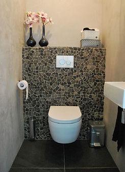 chouette-les-wc-avec-un-mur-en-carreaux-