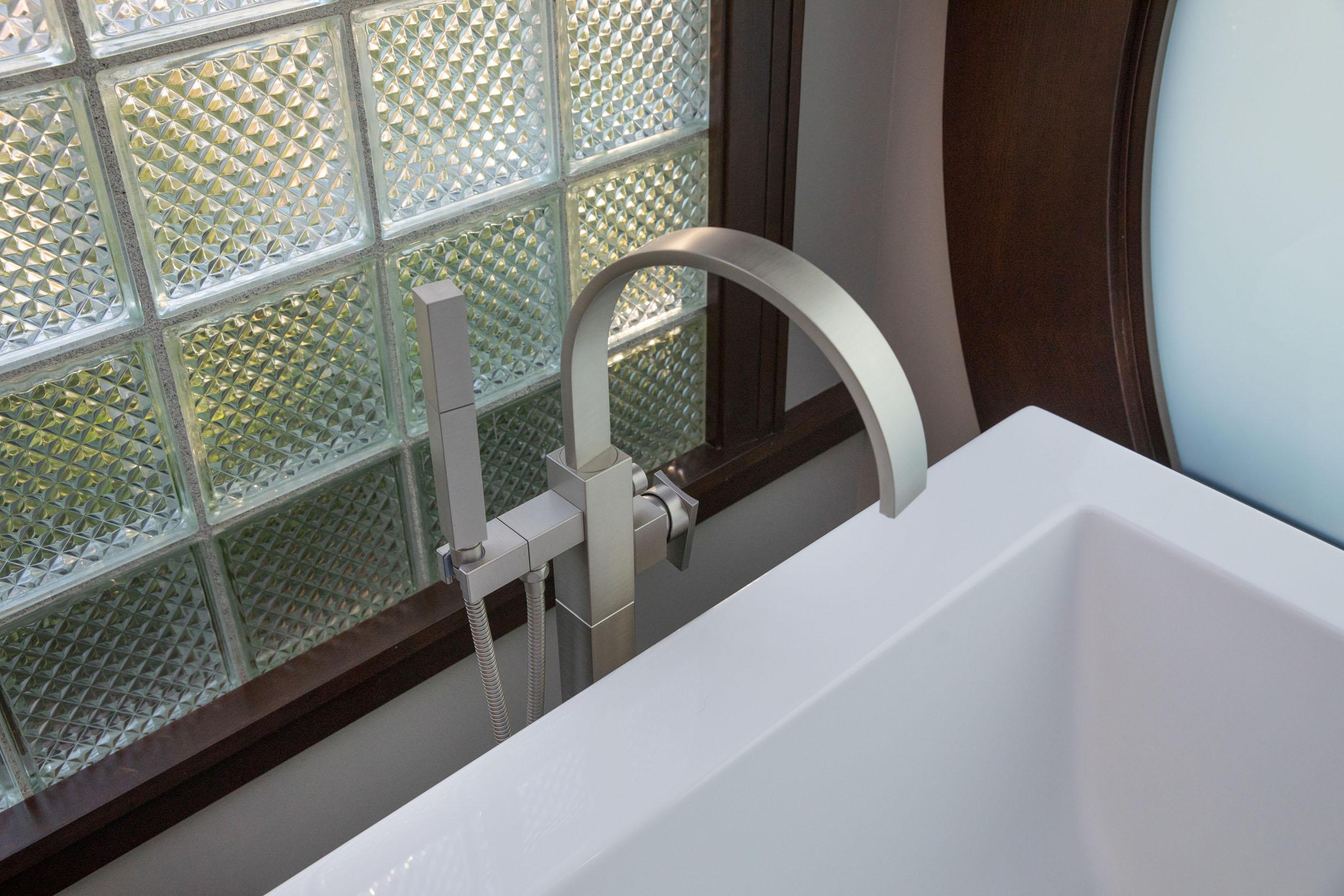 Tub-Faucet