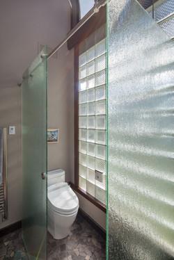 Master-Bathroom-Water-Closet-Gl