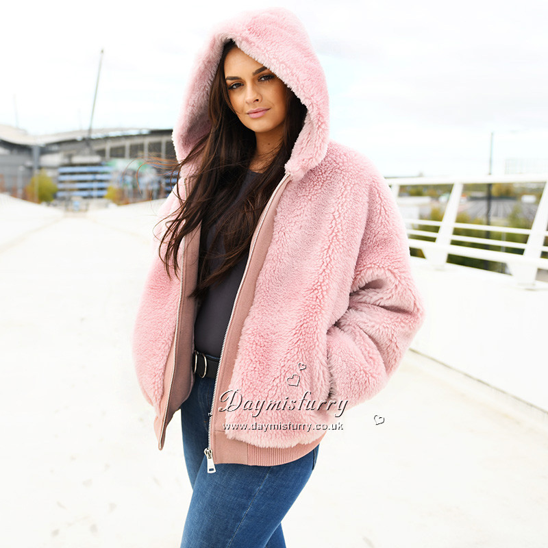Chic and warm in winter season. 100% sheep wool Oversize style with hood Satin lining Low set-in sleeves Features zip front with 2 deep pockets. Length measures 23.5 inches.