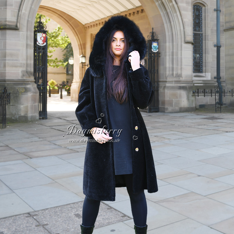 Chic and warm in winter season. Oversize style with lapels Satin lining Low set-in sleeves 2 Pocket Length measures 37.5 inches. Care instructions: dry clean and professional fur clean only Brand: DAYMISFURRY