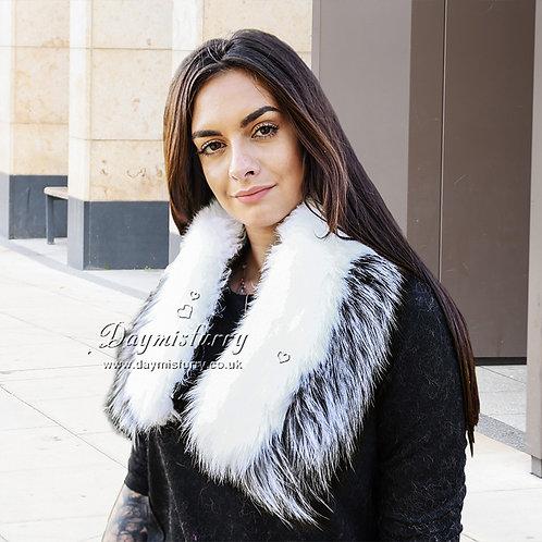 DMA92B Detachable White and Silver Fox Fur Collar