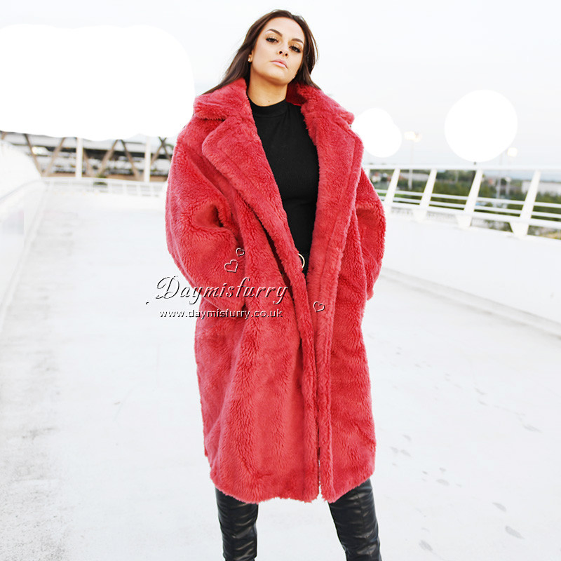 Chic and warm in winter season. 100% sheep wool Oversize style with lapels Satin lining Low set-in sleeves 2 Pocket Length measures 43.5 inches. Chest measures 53 inches Care instructions: dry clean and professional fur clean only Brand: DAYMISFURRY